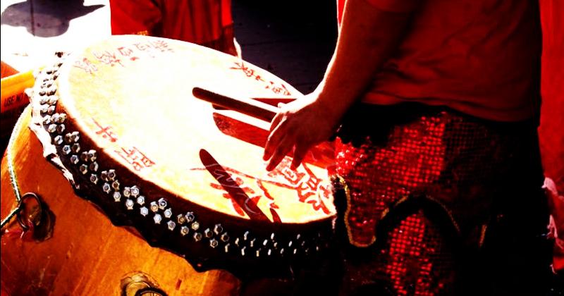 敲锣打鼓 | Qiāo Luó Dǎ Gǔ